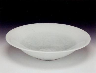 井上萬二「青白磁彫文鉢」
